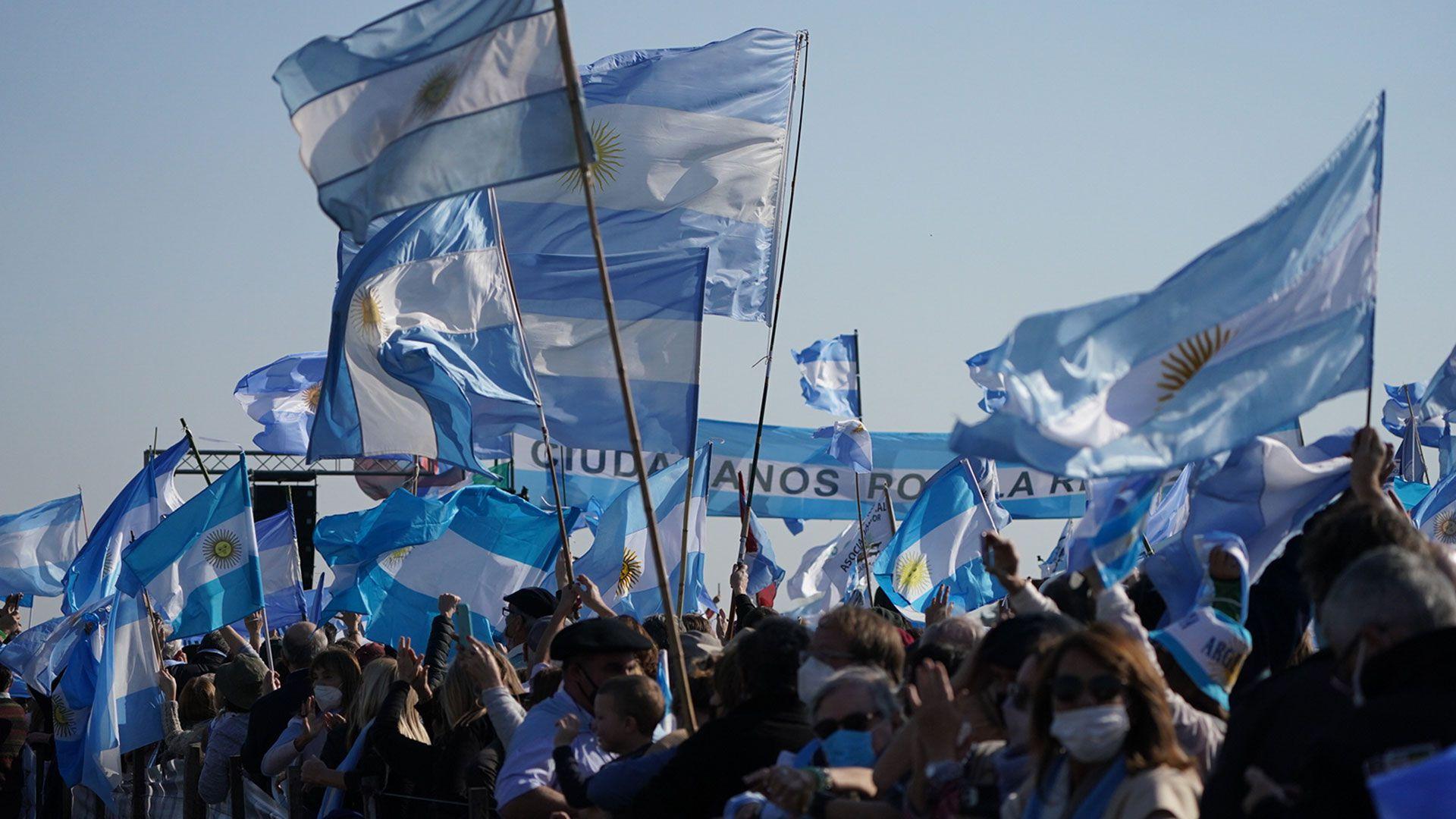 Protesta - marcha - caballo - san nicolas - 9 de julio - campo