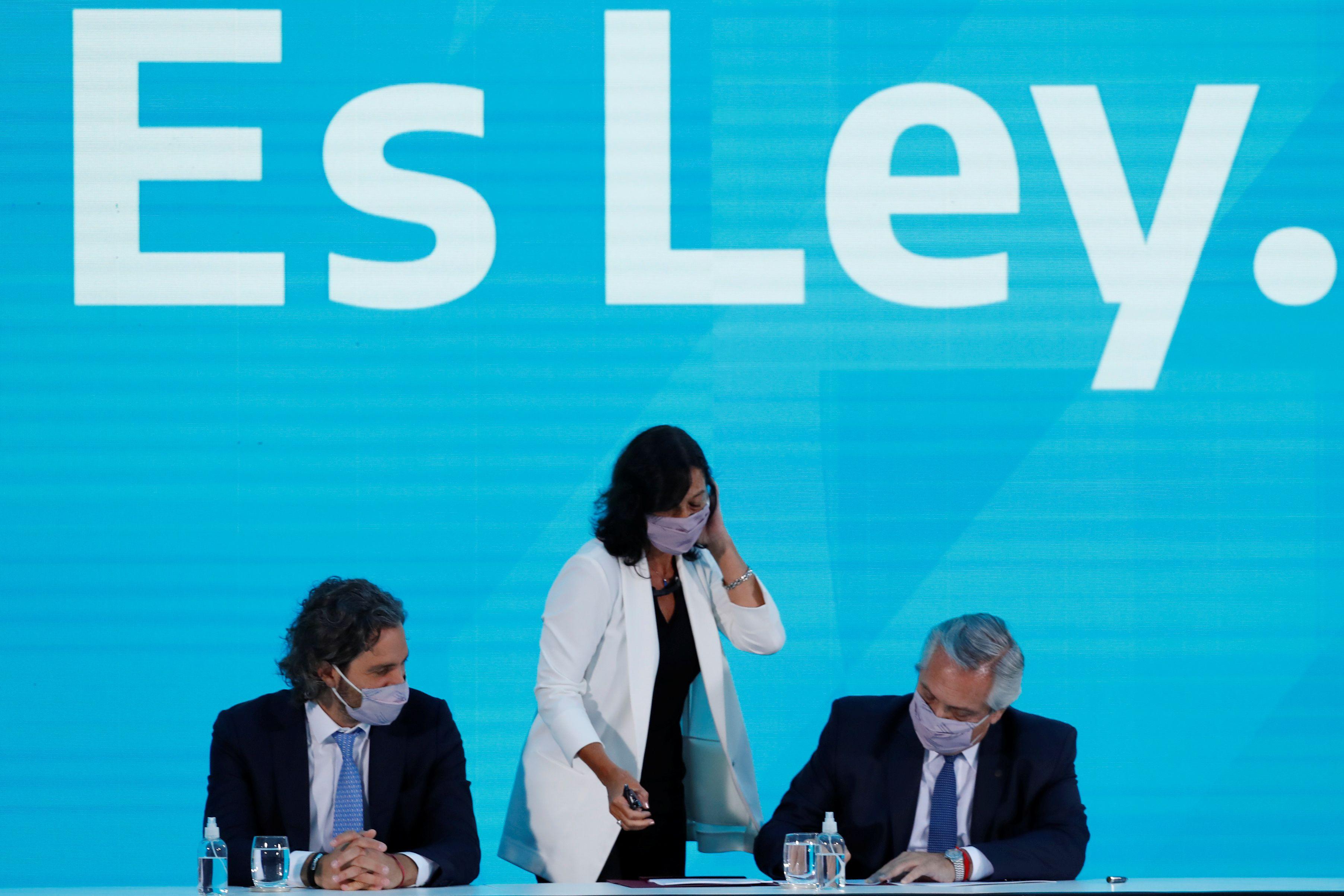 Alberto Fernandez junto a Vilma Ibarra y a Santiago Cafiero