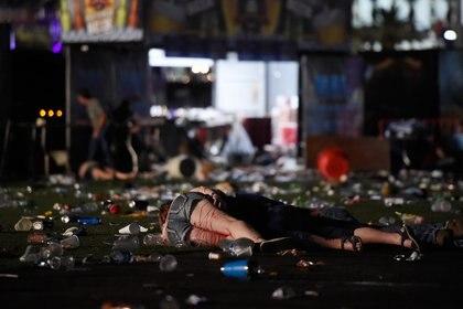 Stephen Paddock comenzó a disparar sobre la multitud de 22.000 personas desde el piso 32 del hotel Mandalay Bay con varias AR-15. Dejó 59 muertos y más de 800 heridos. (David Becker/Getty Images/AFP)