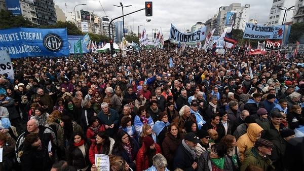 Miles de argentinos se movilizaron en el centro porteño