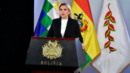 Jeanine Áñez durante el anuncio de medidas para combatir el contagio del coronavirus en Bolivia