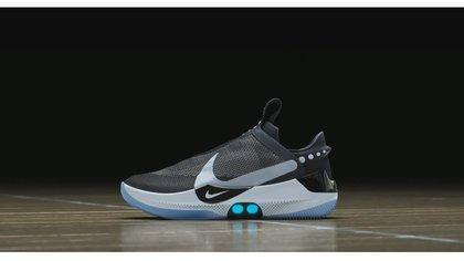 víctima pastor cerveza negra  Nike presentó sus nuevas zapatillas que se ajustan automáticamente y se  controlan desde el celular - Infobae