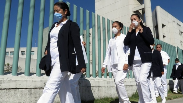 Médicos y enfermeros con mascarillas en 2020 (Foto: Cuartoscuro)