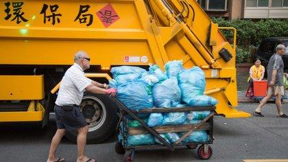 Todos ayudan, todos recolectan: las bolsas azules tienen un precio especial en Taiwán (Craig Ferguson)