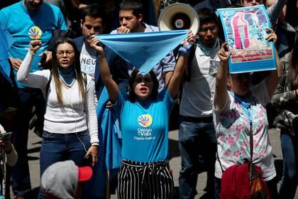 En Bogotá también se movilizaron decenas de personas en contra del aborto (REUTERS/Luisa Gonzalez)