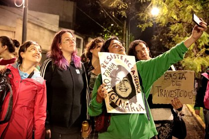 """""""Basta de travesticidios y transfemicidios"""" fue el lema de la marcha masiva en La Plata (Gabriela Hernández)"""