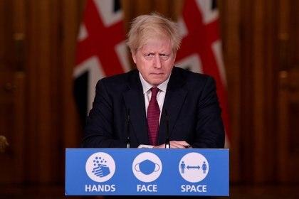 El primer ministro Boris Johnson durante una conferencia de prensa en Londres donde habló sobre la nueva cepa del coronavirus (Reuters)