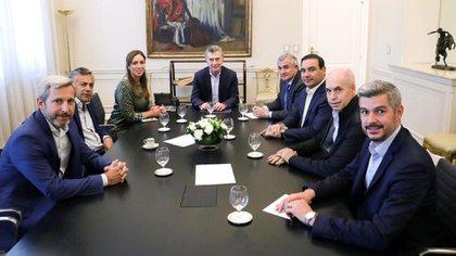 Macri, Peña, Vidal, Rodríguez Larreta y Frigerio junto a los gobernadores radicales Cornejo, Morales y Valdes