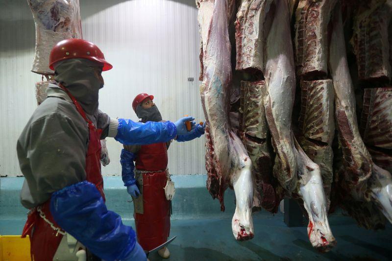 Adrián trabajaba en una carnicería cuando tuvo el accidente - REUTERS