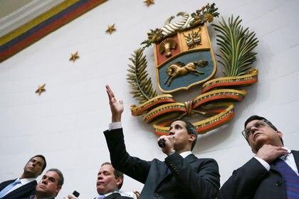 Juan Guaidó también llamó a sesionar este miércoles en la Asamblea Nacional (REUTERS/Fausto Torrealba)