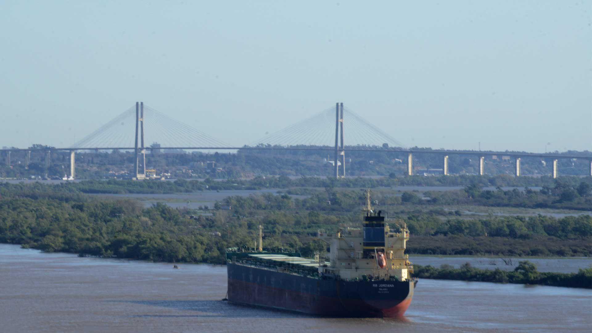 Antes de irse, Dietrich lanzó la licitación para un nuevo concesionario de la hidrovía Paraná-Paraguay, el canal acuático por donde salen el 60% de las exportaciones argentinas
