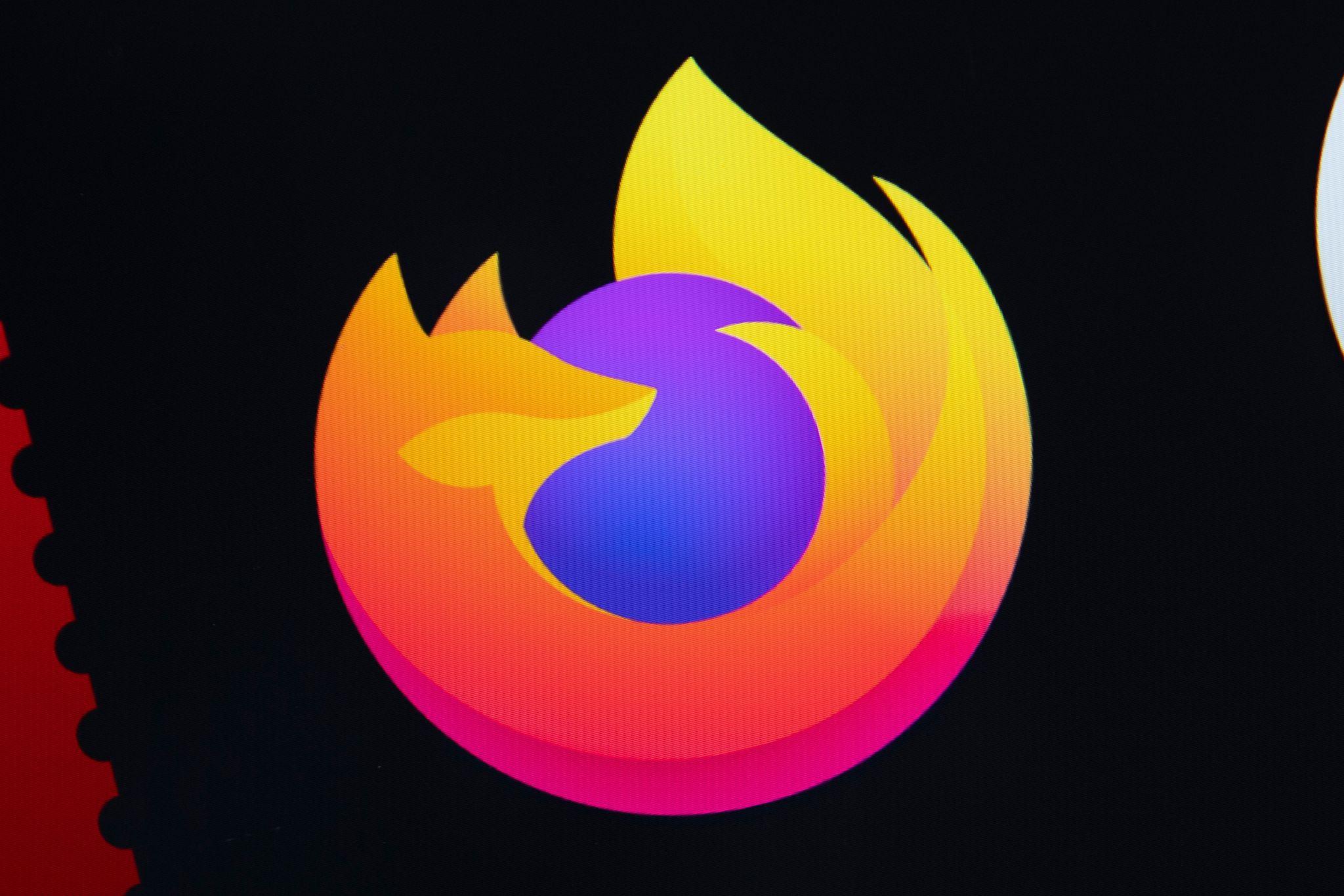ILUSTRACIÓN - El navegador Firefox presenta en su versión 87 una marca de verificación al lado de la barra de desplazamiento lateral a la derecha de la pantalla, que permite saltar directamente a los resultados buscados. Foto: Catherine Waibel/dpa