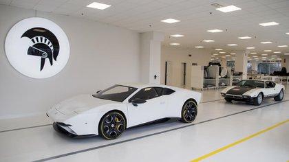 El diseñador Ares Desing basó la reedición del Pantera en un Lamborghini Huracán, que modificó para simular las líneas del viejo deportivo