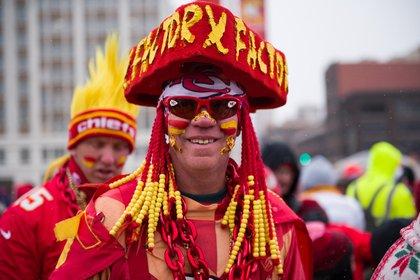 Los jugadores y entrenadores de los Kansas City Chiefs celebraron su victoria del Super Bowl sobre San Francisco con seguidores el miércoles con un desfile y un mitin de dos millas en el centro