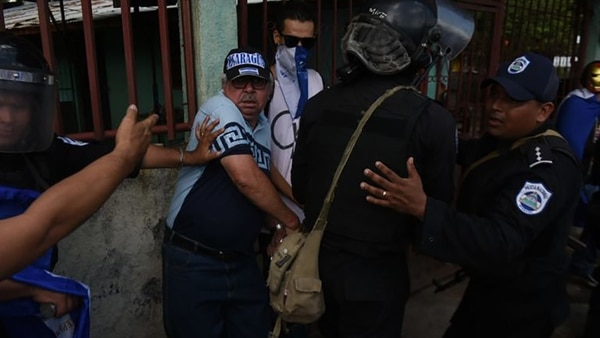 Los cuerpos de seguridad agredieron a los manifestantes