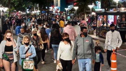 El influjo turístico en Córdoba, la segunda provincia que atrajo más turismo, se notó en especial en Villa Carlos Paz. Aquí, una imagen de la noche del 31 de diciembre