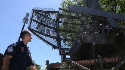 Para que el sistema pueda operar las 24 horas los 365 días del año, existe un escuadrón técnico que se encarga del mantenimiento de los equipos de los radares móviles y fijos. Foto: Fernando Calzada.