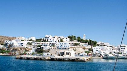 Firiplaka o Firiplaka Beach es una playa situada en el lado sur de la isla de Milos, Grecia, entre las otras playas de Provatas y Tsigrado