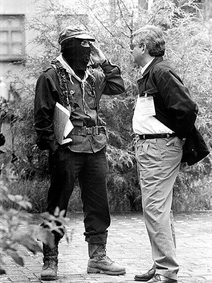 El segundo encuentro entre López y Marcos, en 1996, durante el Foro para la Reforma del Estado (Foto: La Jornada/Raúl Ortega)