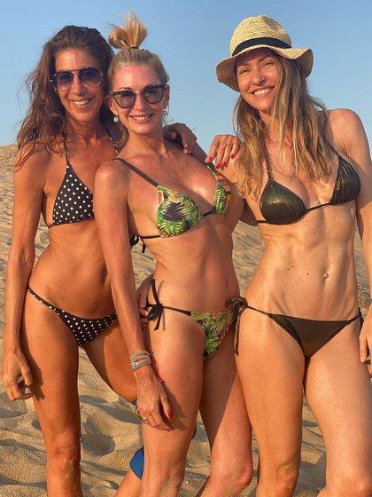 Yanina en la playa con sus amigas Andrea Bursten y Gaby Faena (Instagram)
