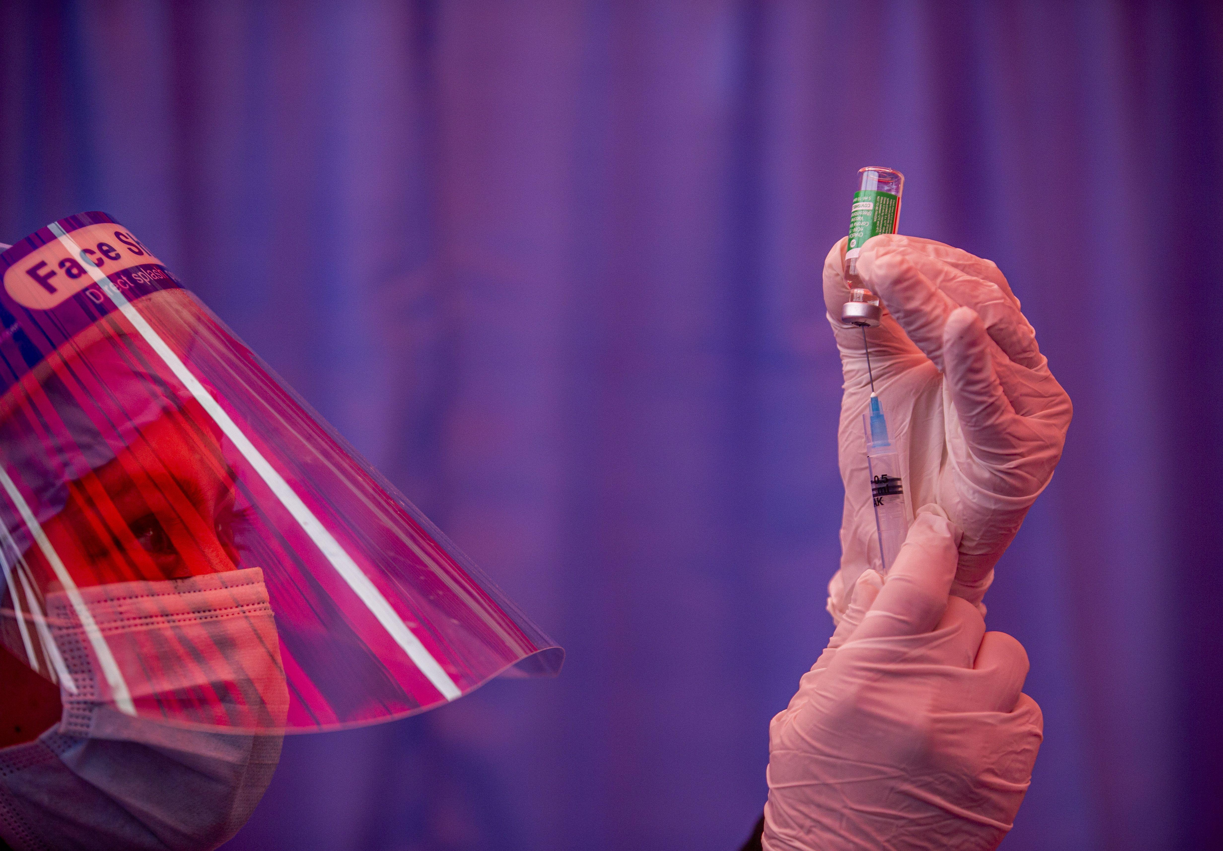 La EMA aprobó la vacuna de AstraZeneca para mayores de 18 años (EFE/EPA/NARENDRA SHRESTHA/Archivo)