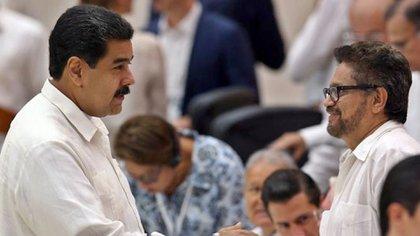 Nicolás Maduro saluda a Ivan Márquez, uno de los jefe de las disidencias de las FARC