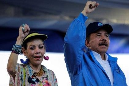 Daniel Ortega junto a Rosario Murillo (REUTERS/Oswaldo Rivas/File Photo)