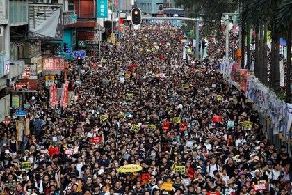 La masiva protesta de este lunes en un aniversario clave de la relación con Beijing