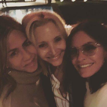 Las selfies al natural de Jennifer Aniston, Courteney Cox y Lisa Kudrow en una salida nocturna