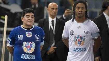 Ronaldinho siempre admiró a Maradona, y un sobrino lleva suyo lleva el nombre de Diego.