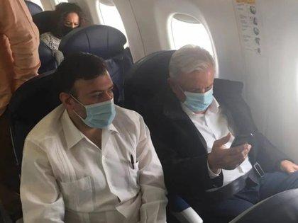 Andrés Manuel López Obrador durante viaje al Aeropuerto Internacional de Guadalajara, Jalisco (Foto: Archivo)