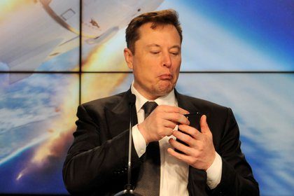 La participación de Elon Musk en una sala de ClubHouse disparó la popularidad de la red social (REUTERS/Steve Nesius/File Photo)