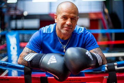 Lazarte con los guantes puestos. Hoy, lejos de los años de su indisciplina deportivas, el ex campeón aconseja a los nuevos boxeadores no imitarlo sobre el ring. (Christian Heit)