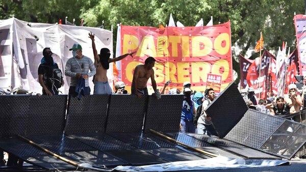 Otra vez hubo fuertes incidentes fuera del Congreso (Fotos 1 a 8: Adrián Escándar)