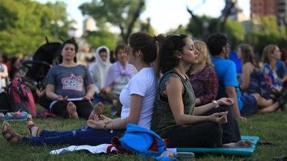 La neurociencia contemplativa es la que estudia qué cambios produce la meditación en la función y estructura del cerebro.