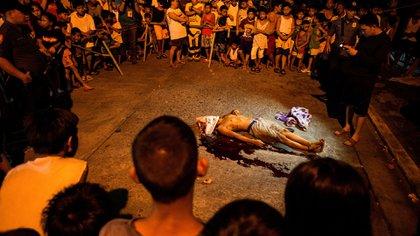 En Filipinas la policía libra una cruenta guerra contra el narcotráfico que ha sido criticada por gran parte de la comunidad internacional por violar los derechos humanos. (AFP PHOTO / Noel CELIS)