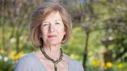<p>Sarah Jones, la esposa del militar inglés de más alto rango muerto en las islas, Herbert Jones. Es miembro de la Comisión de Tumbas de Guerra de la Commonwealth y preside la Asociación Familias de Malvinas.</p>&nbsp;<p></p>  162