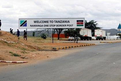 Un paso fonterezio entre Kenya y Tanzania en en Namanga,