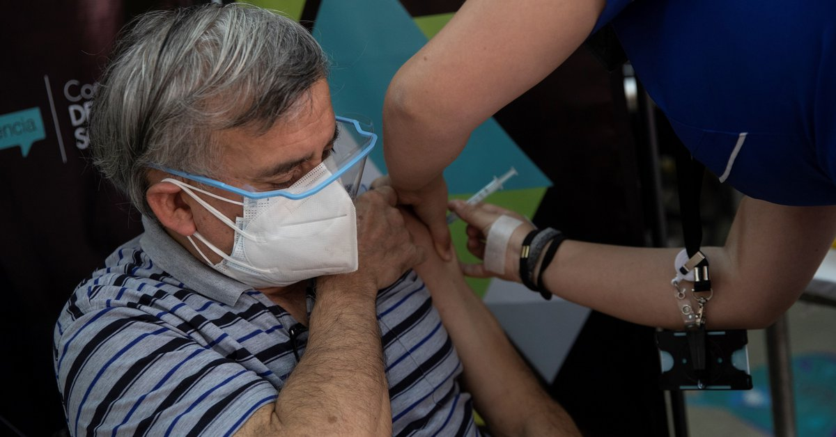 Chile se acerca a los 4 millones de inmunizados contra el COVID-19 y comienza a vacunar a mujeres lactantes - Infobae