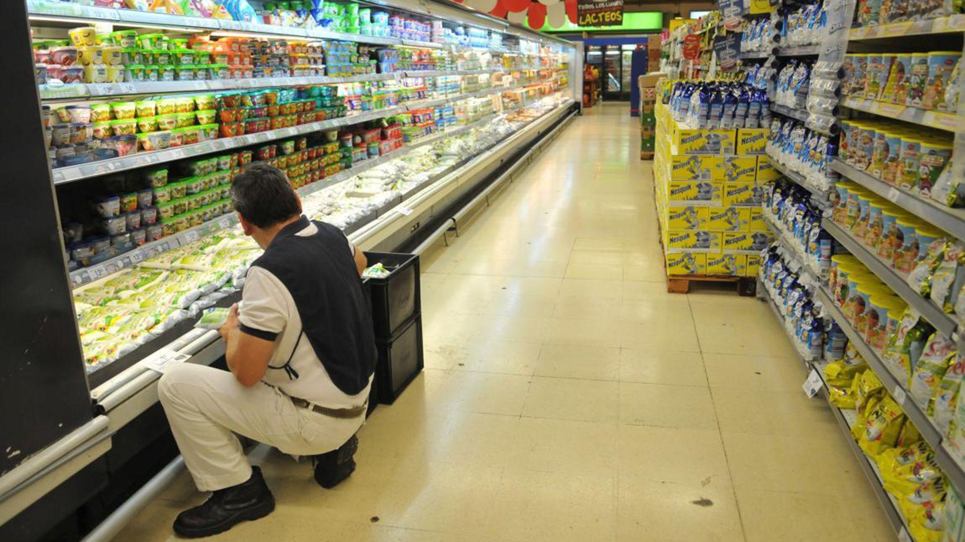 """El Gobierno quiere """"retrotraer los precios de más de 1247 productos de consumo masivo al 1 de octubre por 90 días""""."""