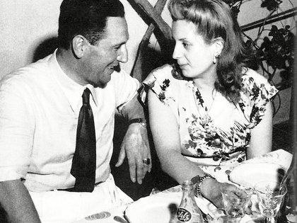""""""" En cuanto salgo nos casamos y nos iremos a cualquier parte a vivir tranquilos"""", le escribió Perón a Eva (Universal History Archive/Shutterstock)"""
