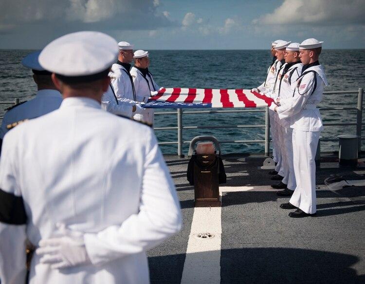 Los restos del astronauta fueron depositados en el mar en septiembre de 2012. (Bill Ingalls/NASA via The New York Times)