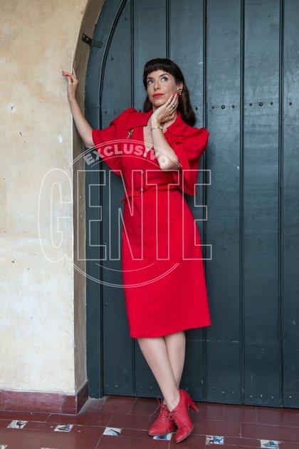 Mercedes Funes como Alicia Ferreyra, hermana de Torcuato.