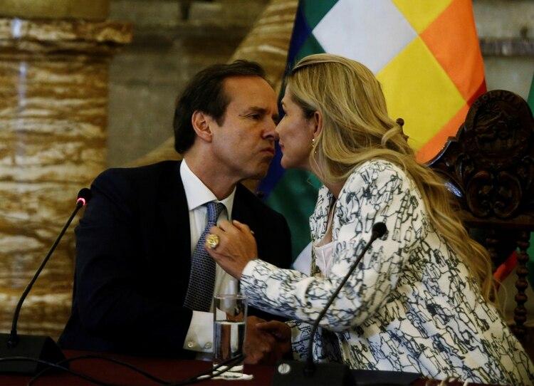 Jeanine Áñez y Jorge Quiroga. REUTERS/David Mercado