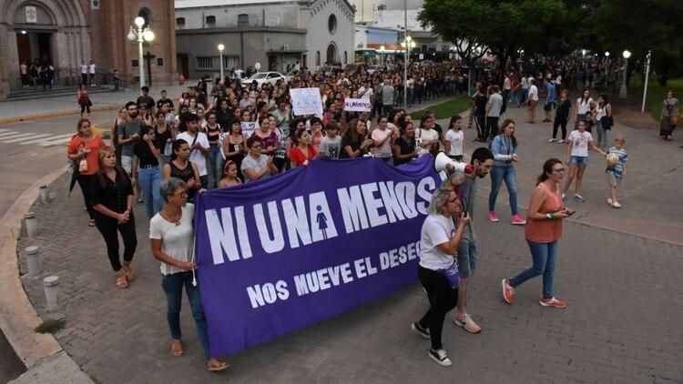 El colectivo #NiUnaMenos encabezó la movilización en repudio al femicidio. (Esperancino.com.ar)