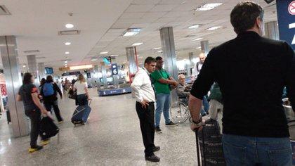 En el aeropuerto de Ezeiza incrementaron los controles sanitarios a los turistas que provienen de China