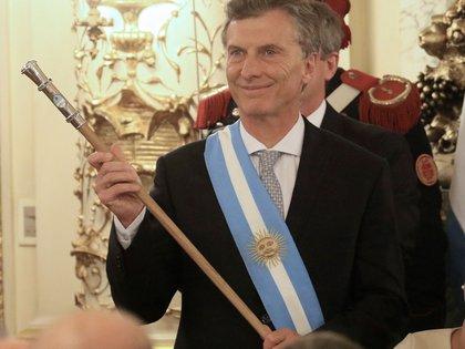 Mauricio Macri rompió con la tradición democrática de que los bastones fueran confeccionados por Juan Carlos Pallarols y elegió uno del orfebre Damián Tessore (NA)