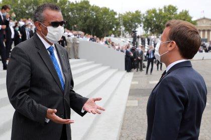 El Secretario de la Organización Mundial de Salud Tedros Adhanom Ghebreyesusjunto al presidente Emmanuel Macron (Ludovic Marin/Pool via REUTERS)