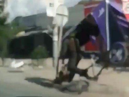 Un agente de la Policía se volcó en un bicitaxi en Ciénaga, Magdalena. Foto: archivo.