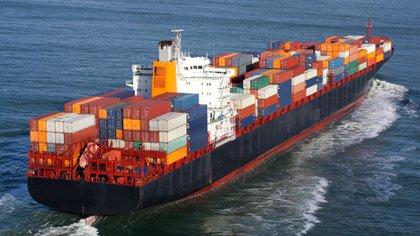 """Pese a la recuperación de las importaciones, la economía argentina aún es más """"cerrada"""" que sus pares regionales.  (iStock)"""